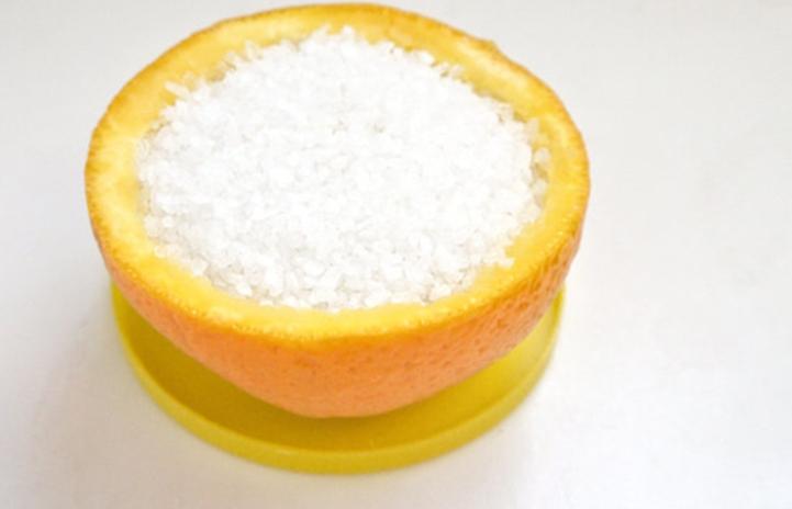 Освежитель воздуха из апельсиновой кожуры и каменной соли