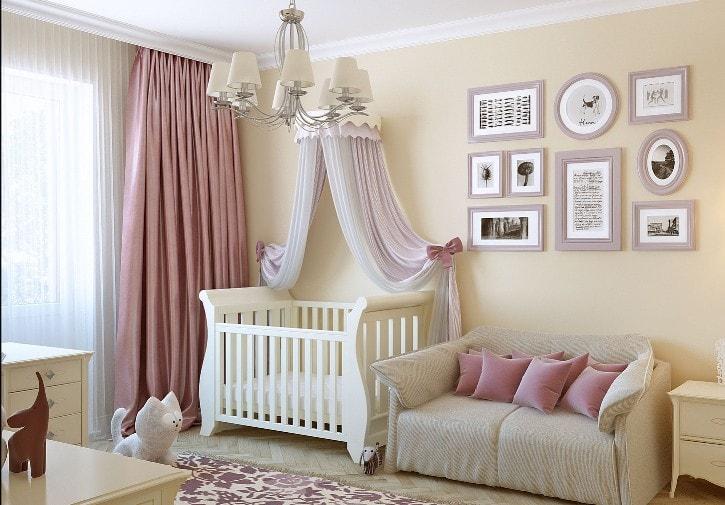 Детская комната в розовом и бежевом цвете