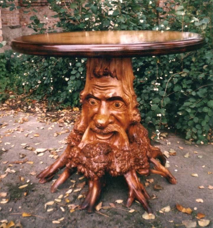 Сказочный резной круглый стол