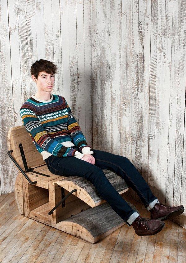 Решил опробовать деревянное кресло