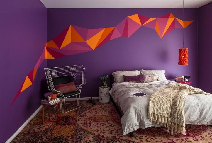 Темный цвет стен в спальне