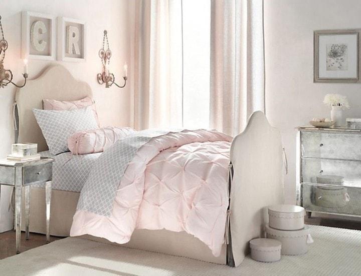 Нежные оттенки белого и розового в ретро спальне