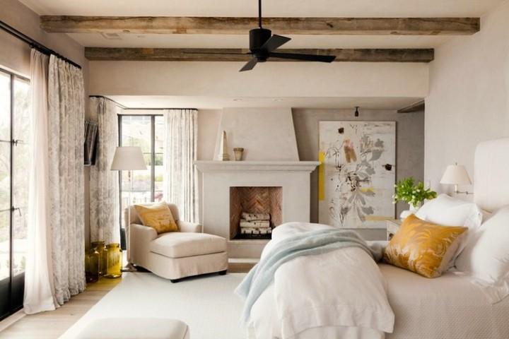 Спальня с камином в стиле прованс
