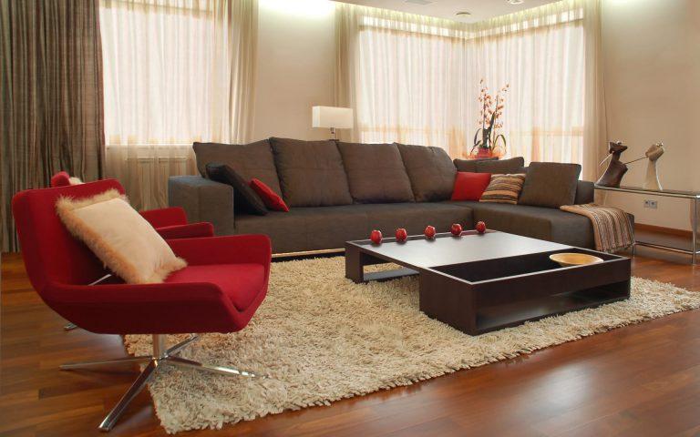 Длинноворсовый ковер в гостиной в современном стиле