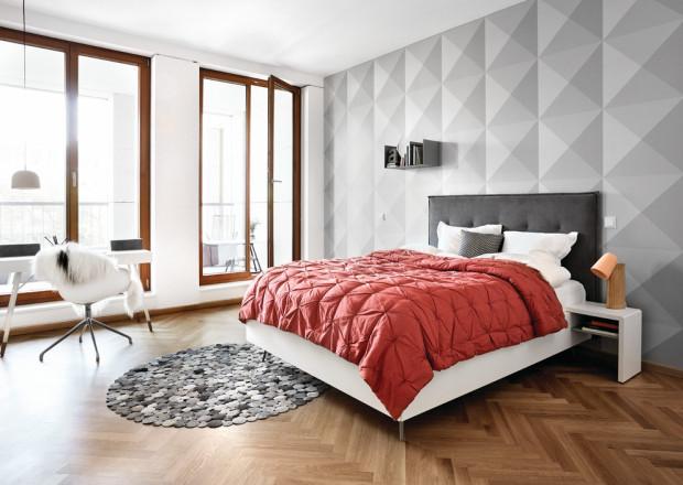 Круглый дизайнерский ковер в спальне
