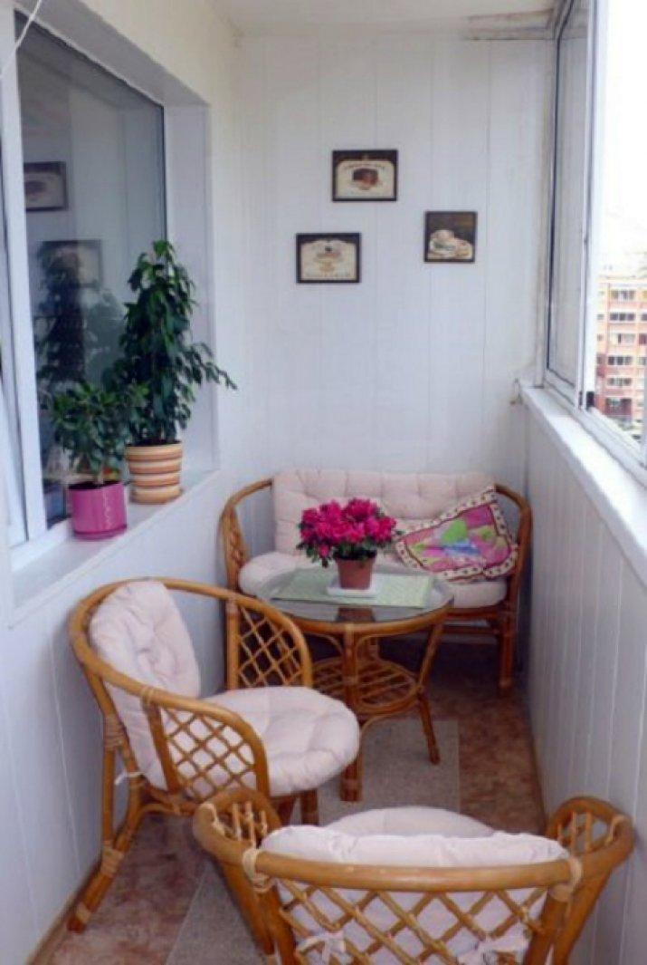 Плетеная мебель для балкона..