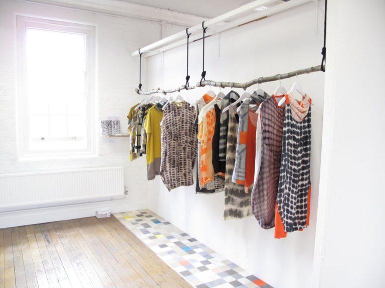 Как развесить одежду в магазине чтобы повысить продажи