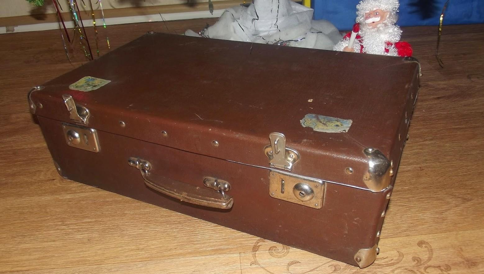Журнальный столик своими руками из старого чемодана фото 10