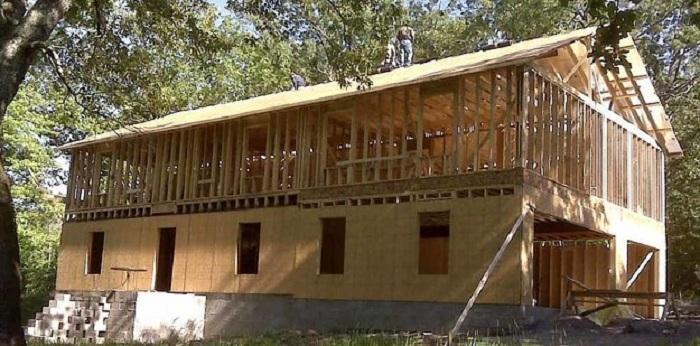 Многодетная мать построила комфортный двухэтажный дом по видеоурокам на Youtube