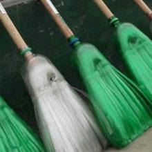 Как изготовить прочную бюджетную метлу на каждый день из обычных пластиковых бутылок