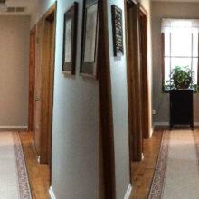 Обычная дверь может превратиться в замечательное окно, которое сделает тёмный коридор светлее