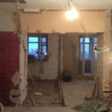 Дизайнеры за месяц превратили старую квартиру в уютное место с воздушным интерьером