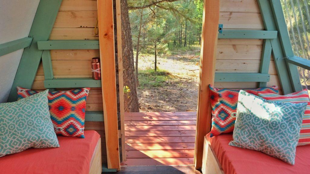 Всего 700$ и три недели и домик мечты готов. Заглянув внутрь, я ахнула от восторга!