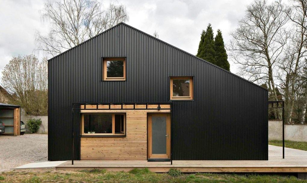 Дешево – не значит плохо: комфортный дом из древесины, построенный для молодой семьи