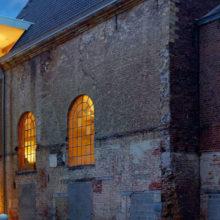 Дизайнеры из Бельгии обустроили офис внутри старой церкви, сохранив ее первозданную красоту