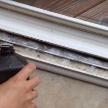 Бюджетный способ, который поможет очистить оконные рамы от грязи в считанные минуты